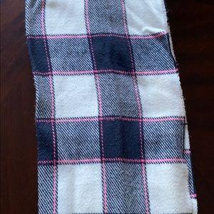 Hollister Accessories - Hollister scarf